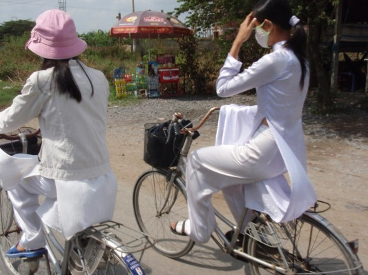 Why are these vietnamese schoolgirls wearing masks