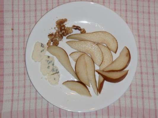 Gorgonzola, pears and walnuts for desert